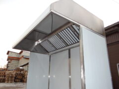 Пристенный трапецеидальный вытяжной зонт ТИП 2 с горизонтальным гидрофильтром на опорной конструкции